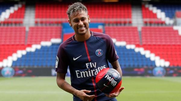 Neymar Menolak Disamakan dengan Kepindahan Figo ke Madrid