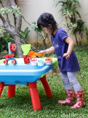 Ide Weekend: 5 Eksperimen Berbasis STEM di Rumah untuk si Kecil