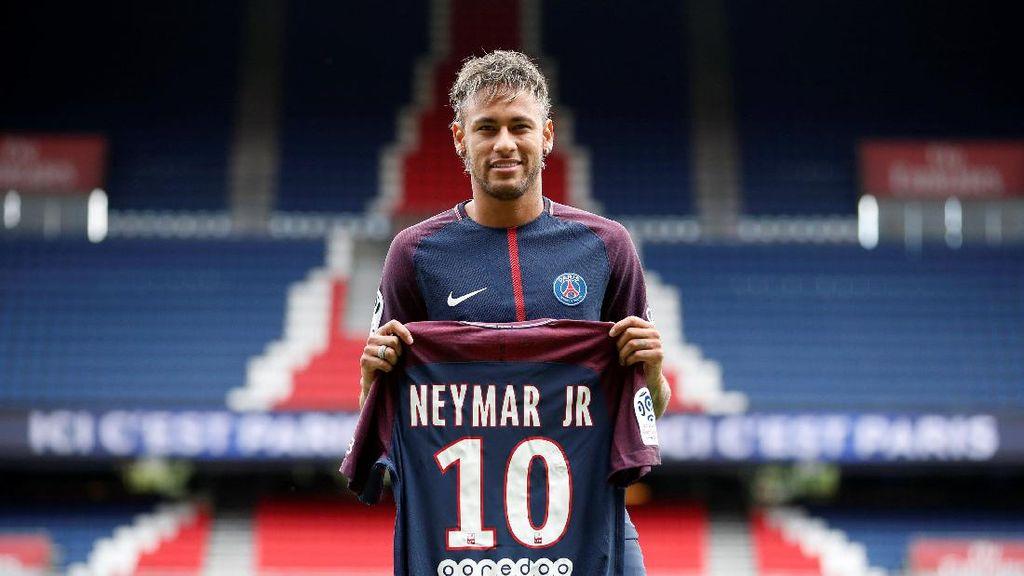 Neymar Pindah, Jersey PSG di Tanah Abang Laku Keras!