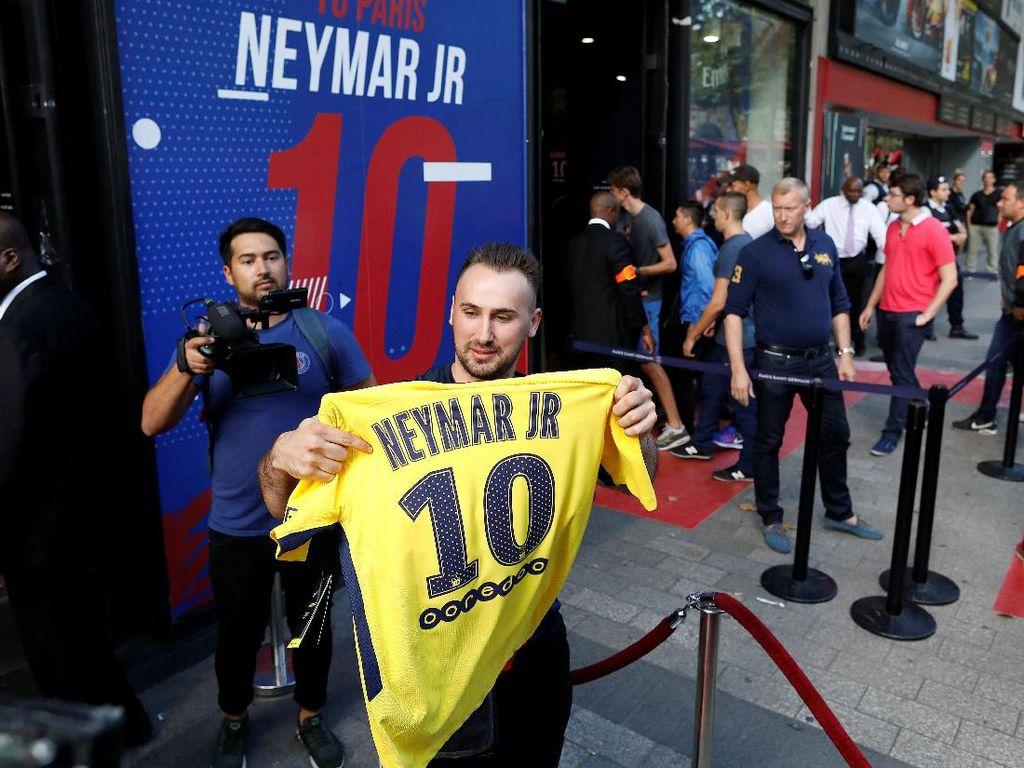 Hari Pertama Jual Jersey Neymar, PSG Sudah Dapat Rp 15,6 M