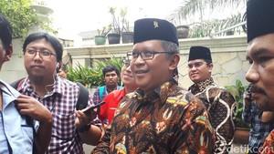 Temui Hamzah Haz, Sekjen PDIP Bawa Titipan Oleh-oleh dari Megawati