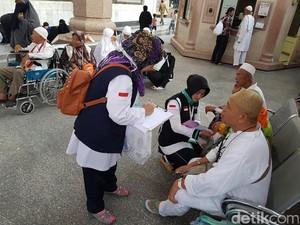 Tim Medis Digeser dari Klinik ke Masjid Nabawi Atasi Jemaah Bingung