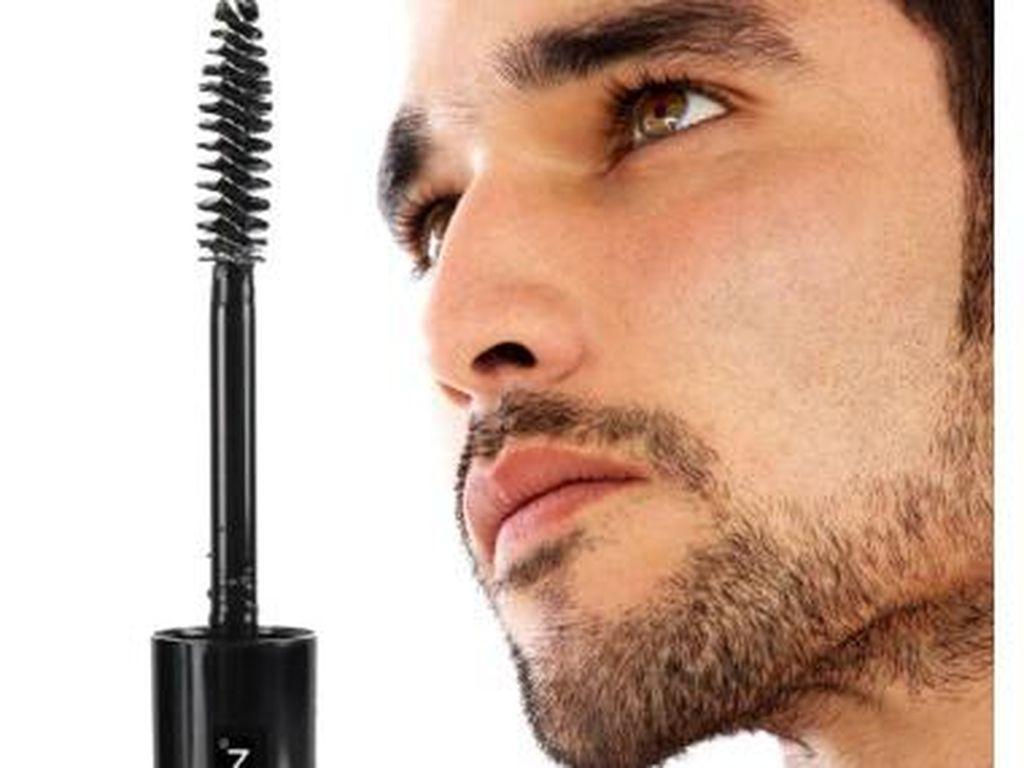 Ada Makeup Khusus Pria, Bikin Mereka Jadi Makin Ganteng