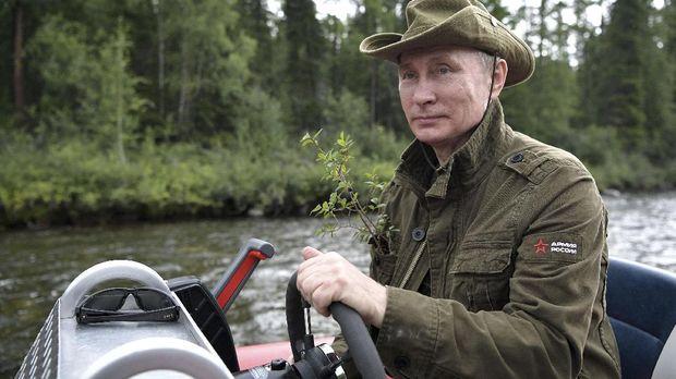 Presiden Rusia Vladimir Putin membantah pihanya terlibat upaya pembunuhan terhadap Skripal.