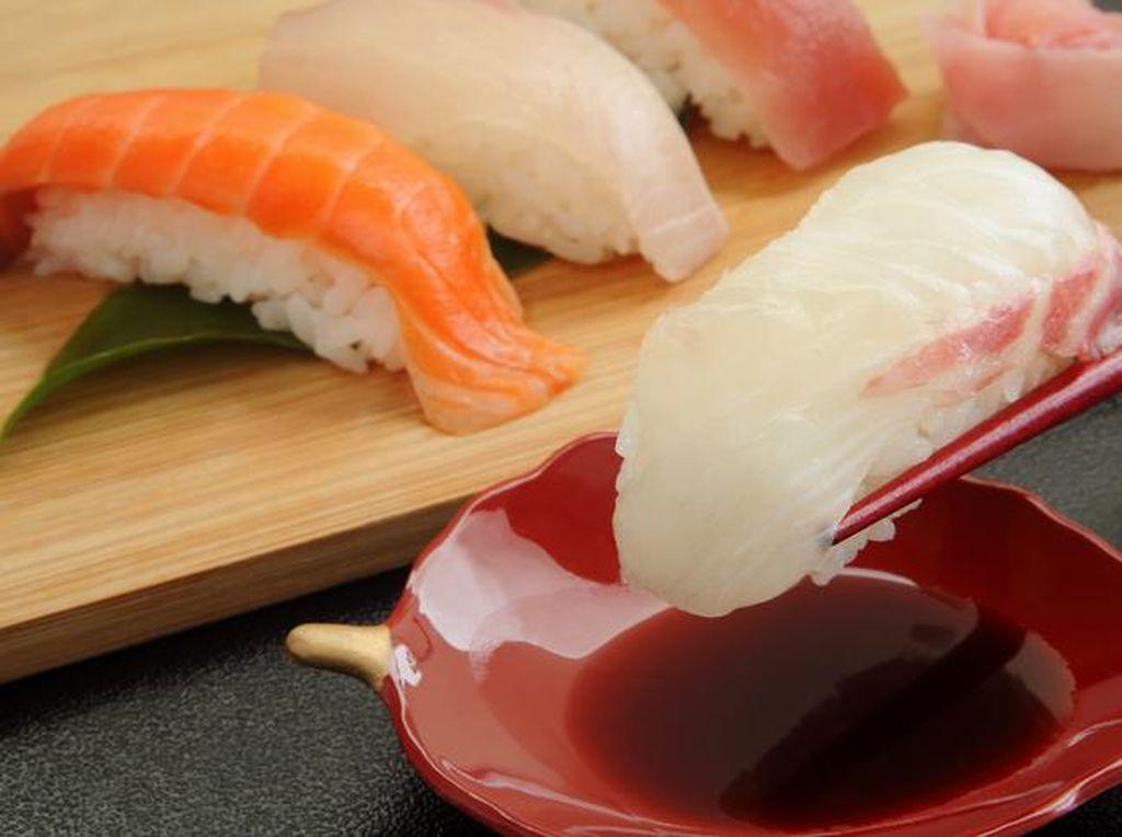 Baju Kena Kecap Saat Makan Sushi? Begini Cara Mudah dan Ampuh Hilangkan Noda