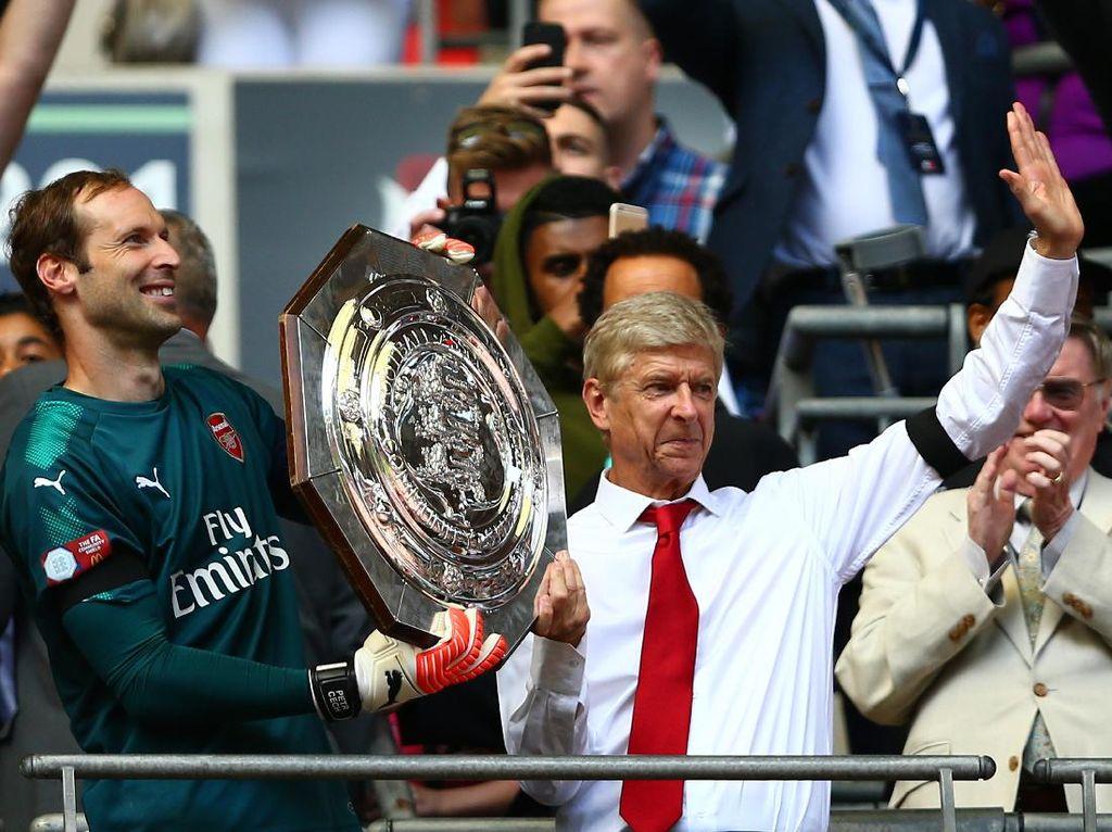 Arsenal Awali Musim dengan Trofi