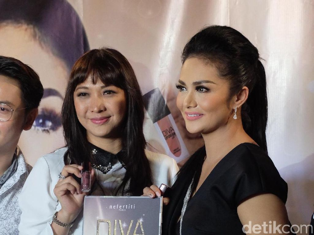 Jadi Brand Ambassador Lipstik Lokal, Krisdayanti Saingi Bisnis Aurel?