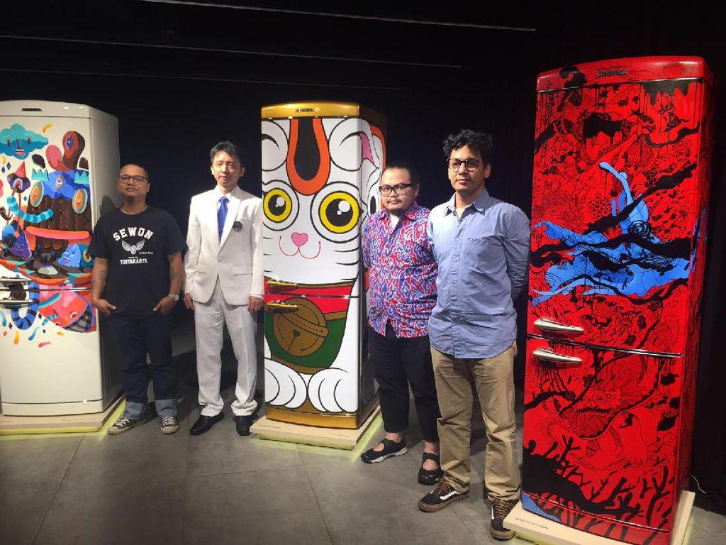 Ketika 3 Seniman Lakukan Transformasi Lemari Es Menjadi Karya Seni