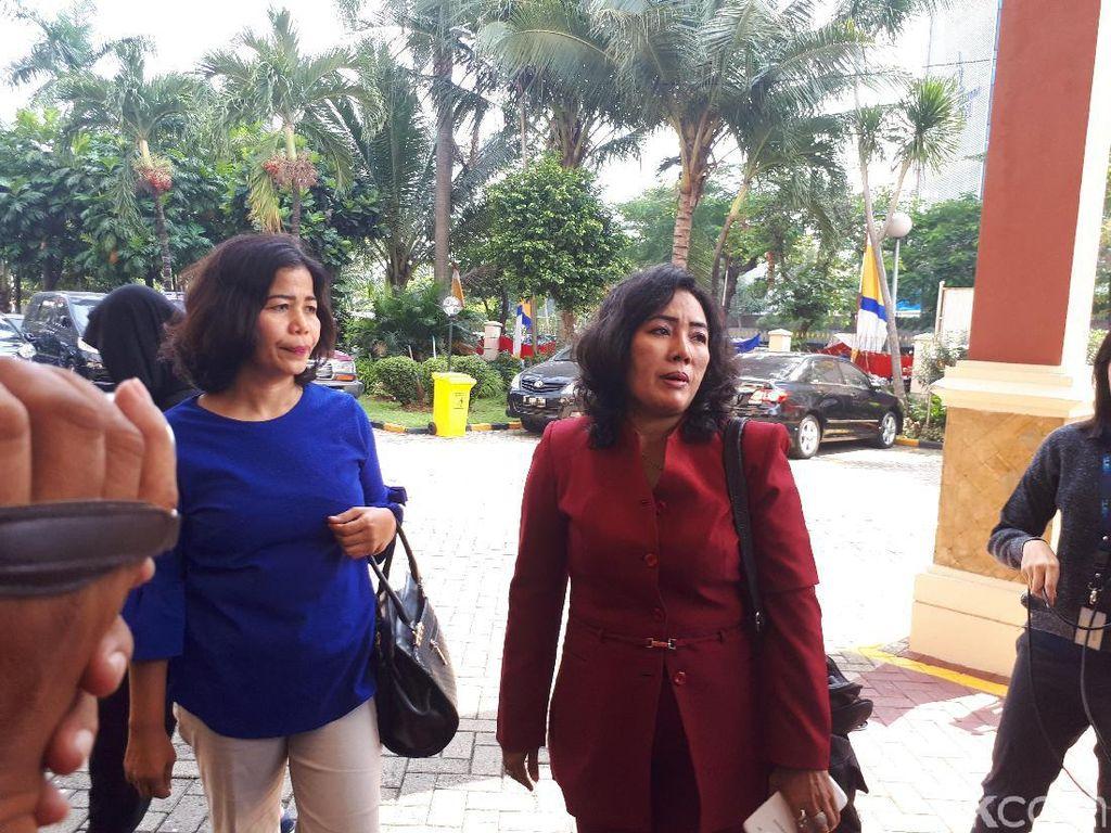 Dukung Acho, Penghuni Green Pramuka Datangi Kejari Jakpus