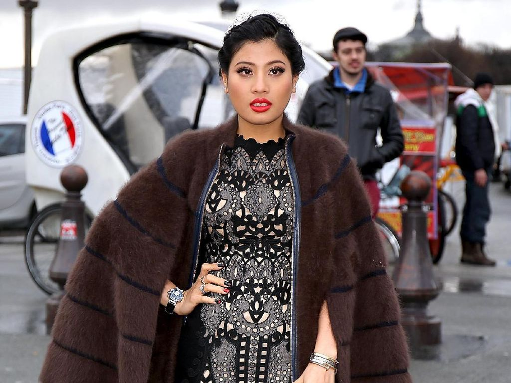Foto: Gaya Stylish Putri Raja Thailand di Paris Fashion Week