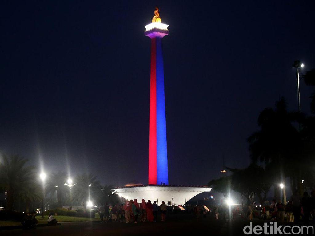 Foto: Monas Malam ini Berhiaskan Sorot Lampu Khas ASEAN