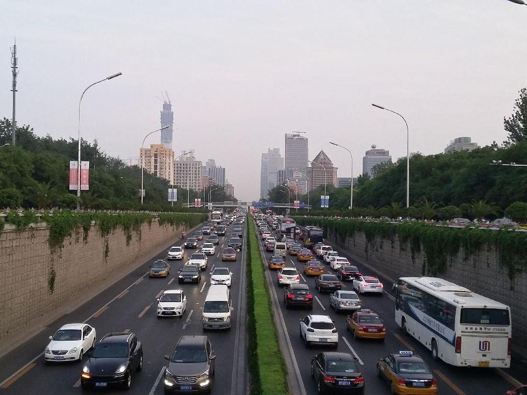 China Batasi Produksi Mobil-mobil Berpolusi Tinggi