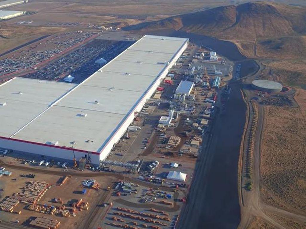 Melihat Pabrik Baterai Tesla yang Super Besar
