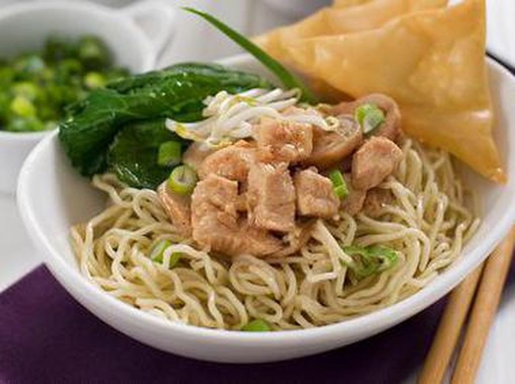 Mau Makan Apa Siang Ini? Cek Dulu Mie Ayam, Soto sampai Nasi Kapau Ini