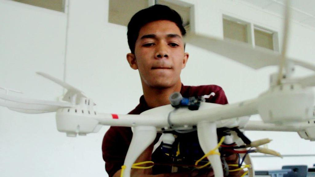 Foto: Di Tangan Mahasiswa Aceh, Drone Disulap Jadi Pemantau Kebakaran