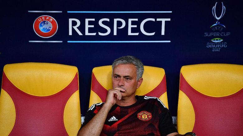 Jabat Tangan Mourinho-Ronaldo yang Bikin Fans MU Kembali Berharap