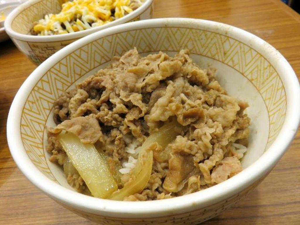 Enaknya Rice Bowl Bertopping Ayam Telur Asin hingga Daging Sapi Juicy di Sini