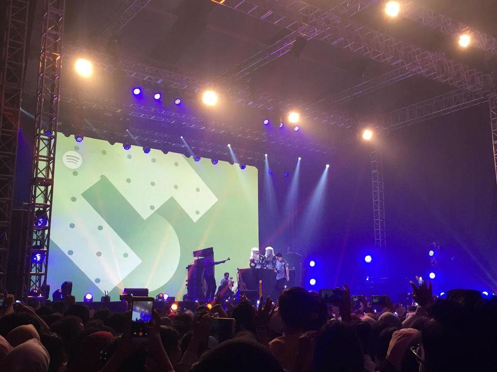 AmPm Buka Spotify On Stage