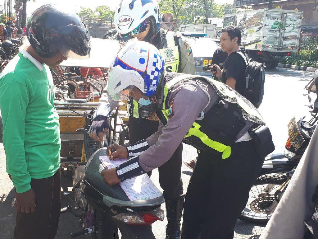Satu Hari, 504 Pelanggar Lalin di Surabaya Ditilang