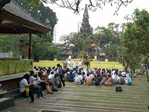 Merasakan Hening dan Teduhnya Pura Agung Aditya Jaya