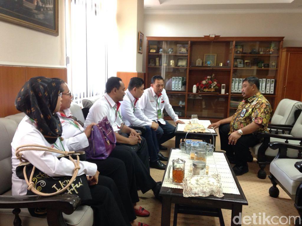 Pengunjung dan Pengacara Wajib Pakai Kartu Tamu Saat di PN Surabaya
