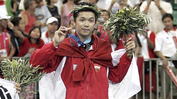 Taufik Hidayat juara Olimpiade 2004.