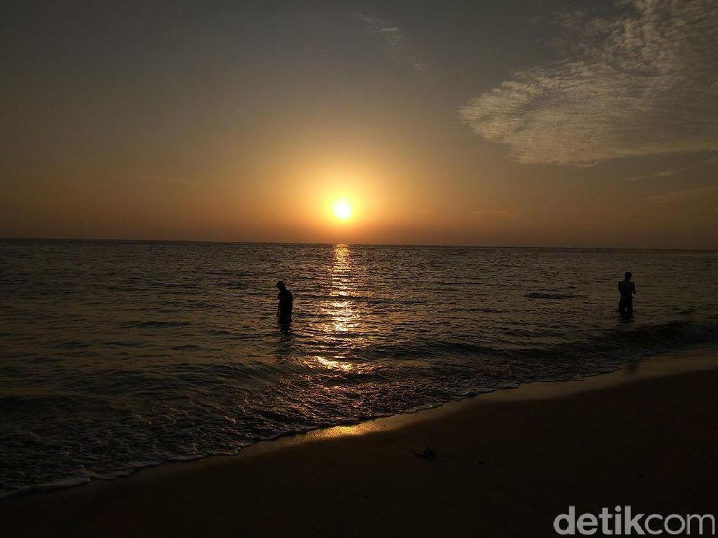 Foto: Sunrise Cantik Pantai Nipah