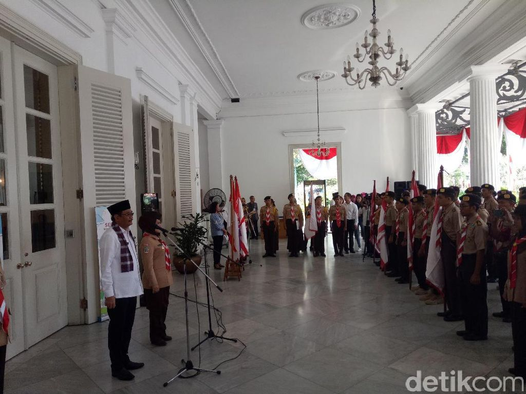 Kak Djarot dan Kak Sylvi Lepas Pramuka DKI ke Raimuna Nasional