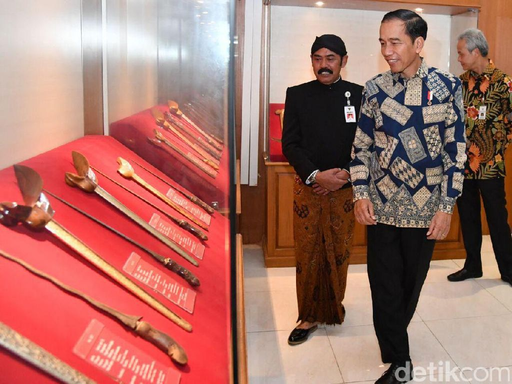 Foto: Jokowi Titipkan Keris Koleksi Pribadinya ke Museum di Solo