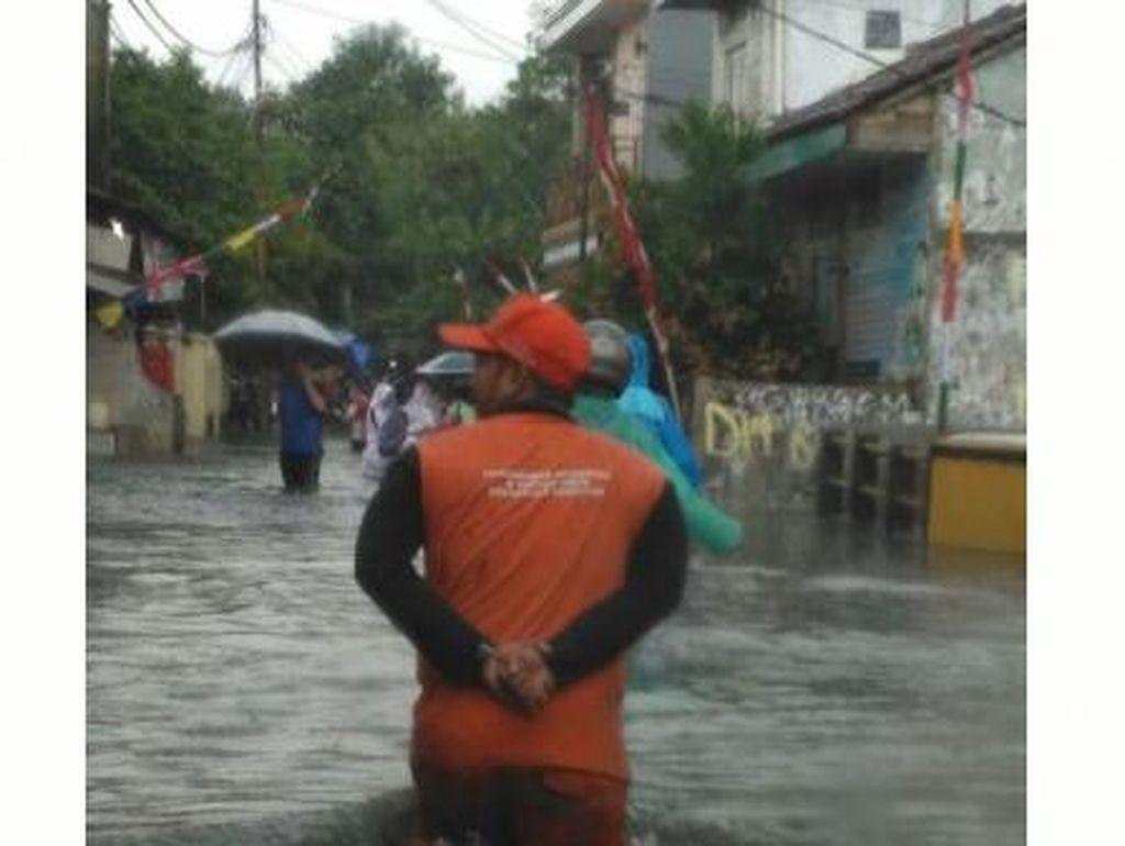 Diguyur Hujan Deras, Beberapa Wilayah di Jakarta Tergenang