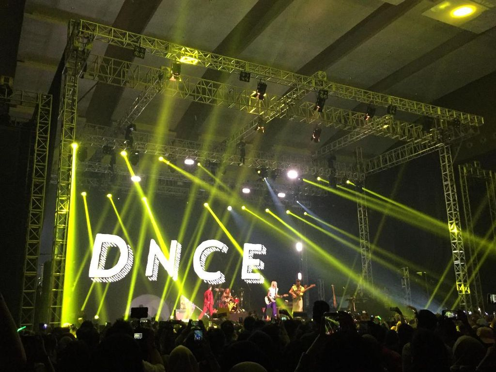 Klimaks! DNCE Goyang Spotify On Stage