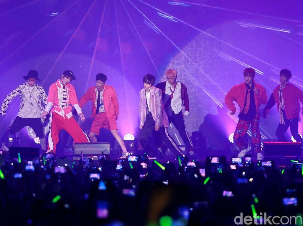 Lihat Aksi Doyoung dan Haechun NCT 127 Cover Lagu Cinta Luar Biasa