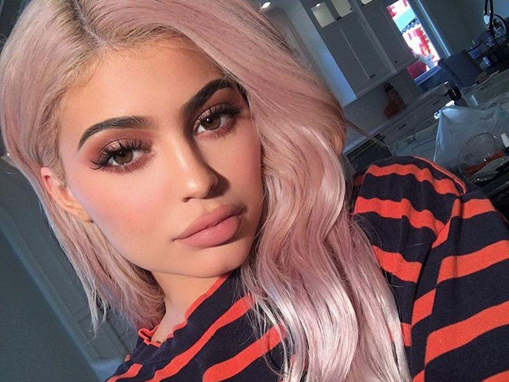 Kylie Jenner Beli Tampon, Beneran Hamil atau Tidak?