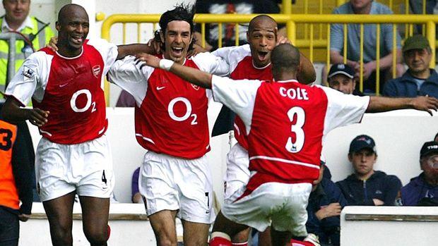 Patrick Vieira (kanan) diklaim didukung Arsene Wenger melatih Arsenal.
