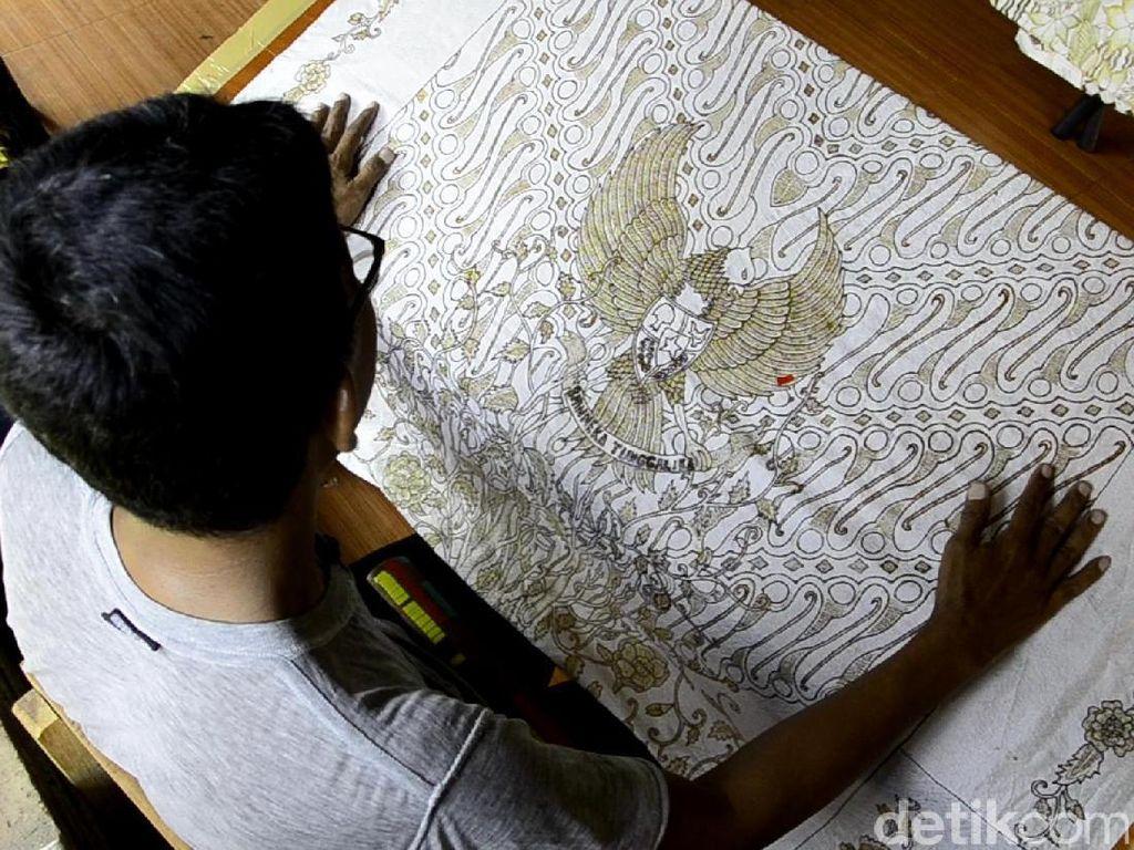 Persembahan Bulan Merdeka, Pengrajin Pekalongan Desain Batik Garuda