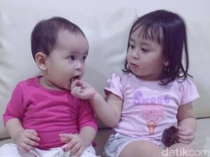 Anak Mau Berbagi Sama Teman Tapi Pelit Sama Adiknya, Kenapa?