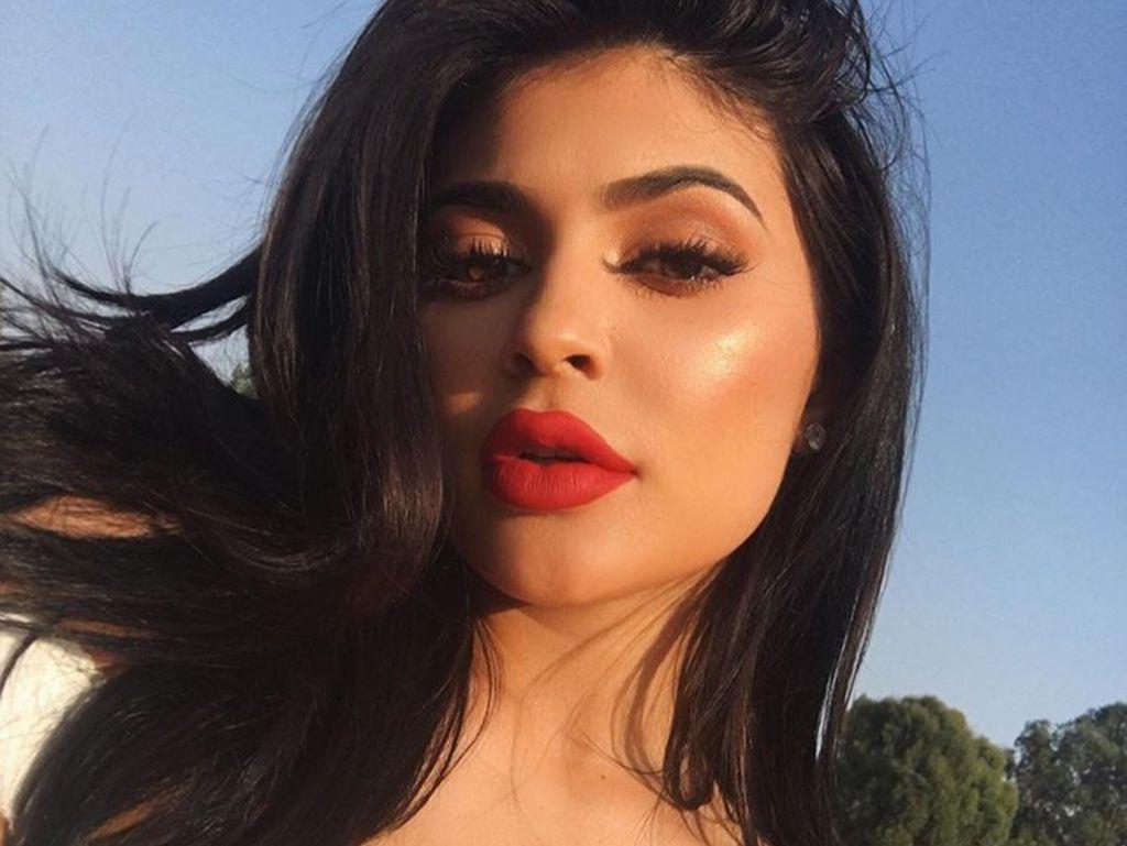 Tren di Indonesia: Suntik Bibir Jadi Seksi Seperti Kylie Jenner