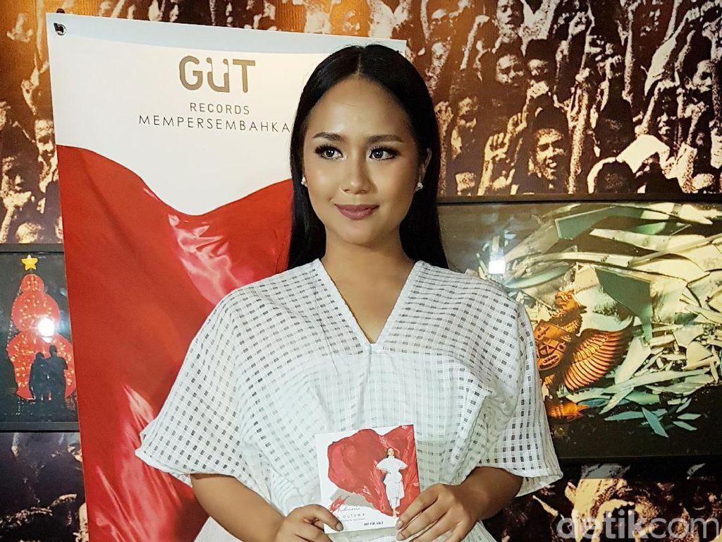 Gita Gutawa Beri Kado Special Untuk Indonesia