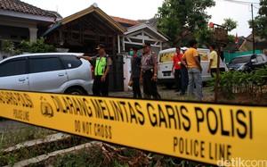 Densus 88 Geledah Rumah Terduga Teroris di Sumedang