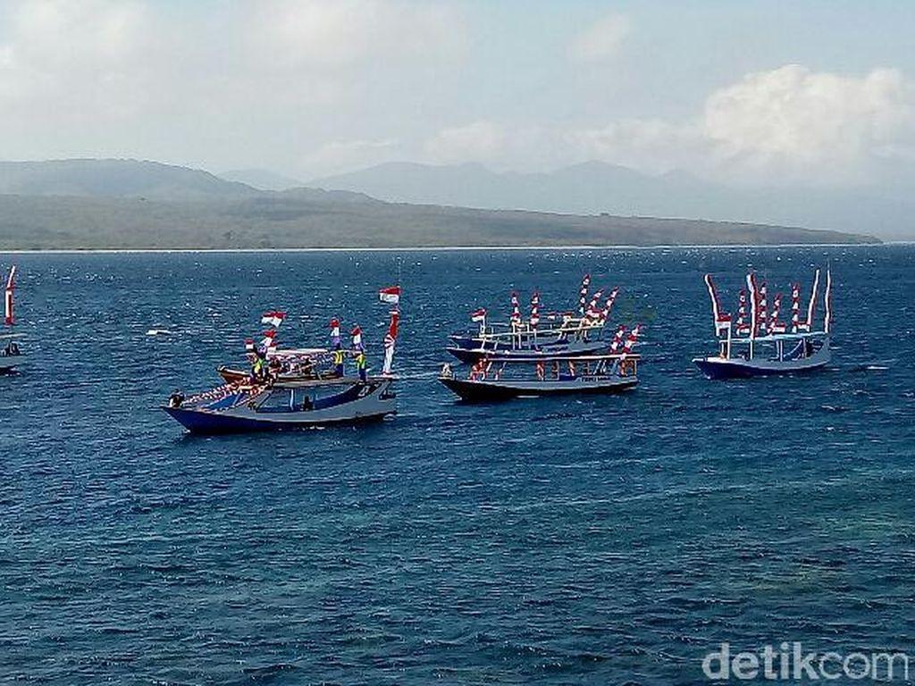 Peringati HUT RI Ke-72, Nelayan Banyuwangi Gelar Parade Perahu Hias