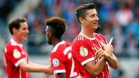 8. Di belakangnya ada penyerang Bayern Munich, Robert Lewandowski, yang mencetak delapan gol dalam tujuh laga Bundesliga (605 menit). Lewandowski rata-rata mencetak satu gol tiap 76 menit. Foto: Hannibal Hanschke/Reuters
