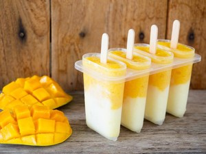 Ini Cara Praktis Bikin Es Loli Mangga yang Dingin Segar