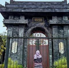 Foto: Gerbang Kebebasan Duniawi di Vihara Bodhigiri Blitar