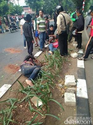 Diduga Mengantuk, Pemotor Tabrak Pohon di Duren Sawit Jaktim