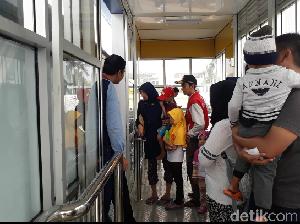 Menjajal Koridor 13 Bus TransJ Sekaligus Wisata Akhir Pekan