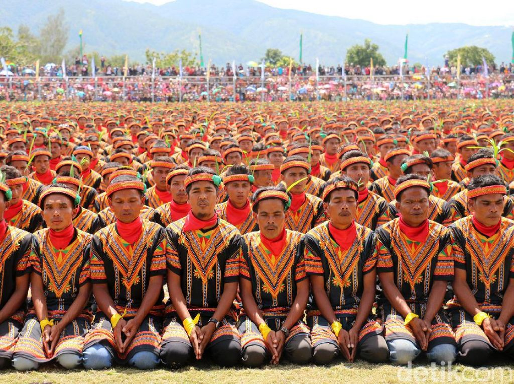 Foto: Saat 12 Ribu Orang Menari Saman