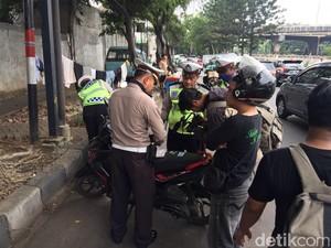 Saat Operasi STNK, Polisi Tangkap Pemotor Bawa Sabu di Jatinegara