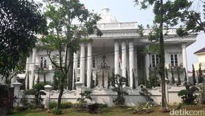 Megah Luar dan Dalam Istana Milik Bos First Travel