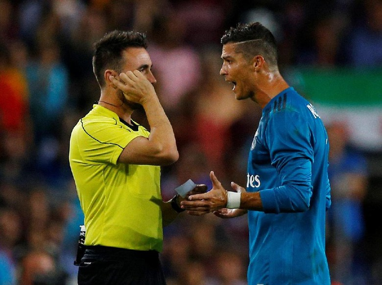 Dorong Wasit, Ronaldo Terancam Hukuman Maksimal 12 Laga