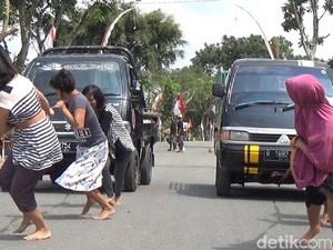 Meriahkan HUT RI ke-72, Warga Banjarnegara Lomba Tarik Mobil